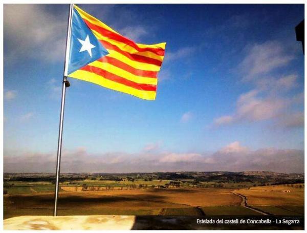 11.09.2013 Estelada del castell de Concabella  -