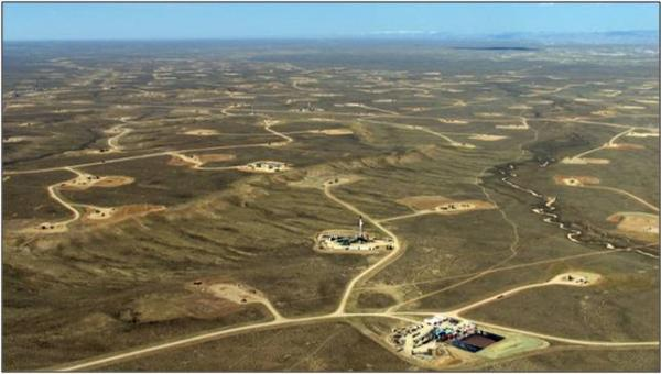 imatge d'un territori afectat pels pous estractius  de fracking