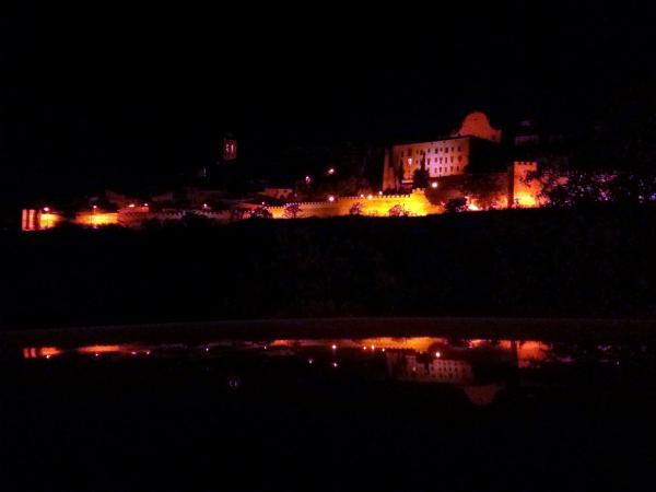 21.09.2013 Les muralles il·luminades i reflectides....... a la mar?  Cervera -  Ramon Sunyer