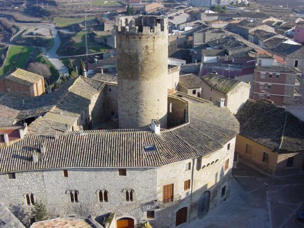04.10.2013 Vista del castell i la torre de l'Homenatge  Verdú -  verdu.cat