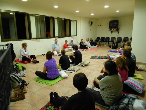 04.10.2013 primera sessió del curs de ioga-meditació  Torrefeta -  Ajuntament TiF