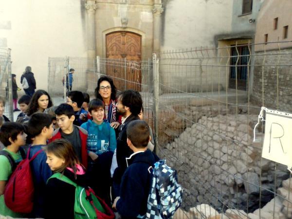 un grup d'escolars de Torà visita Sikarra - Els Prats de Rei