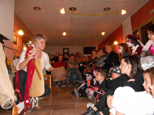 31.10.2013 Patrícia McGill explicant contes de por  Florejacs -  Ajuntament TiF