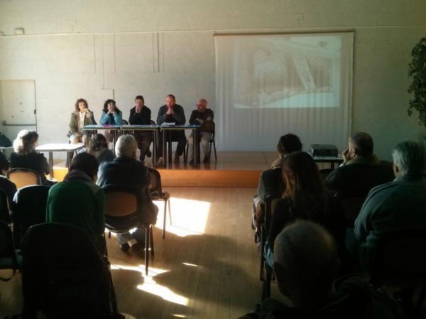 14.11.2013 La campanya Salvem Sikarra vol evitar que es torni a tapar la muralla  Els Prats de Rei -  Ramon Sunyer
