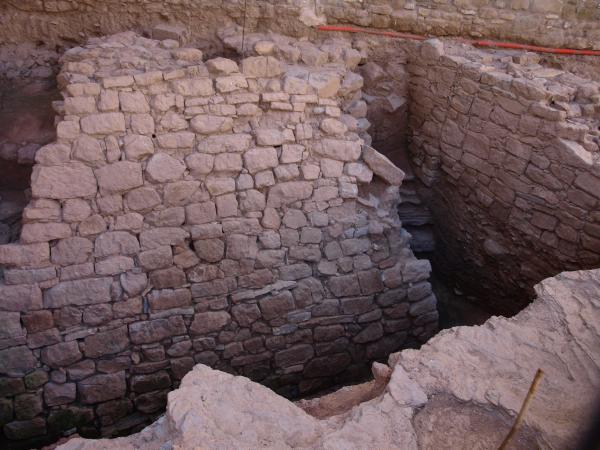 escarpa de la muralla i fossat ibèrics de Sikarra - Els Prats de Rei
