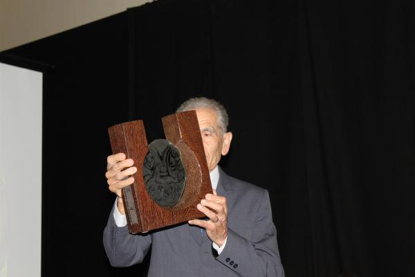 Armand Forcat recull el primer Premi Sikarra (2012) - Torà