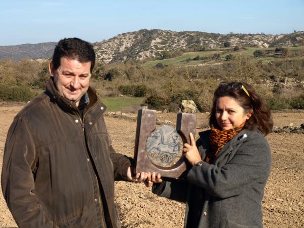 19.12.2013 el guardó del Premi Sikarra és una escultura obra d'Ana Marín-Gálvez  Massoteres -  Jaume Moya