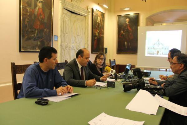 Ramon Royes, paer en cap, Marc Holgado, regidor de Cultura, i Carme Bergés, directora del Museu Comarcal presentant el programa d'activitats