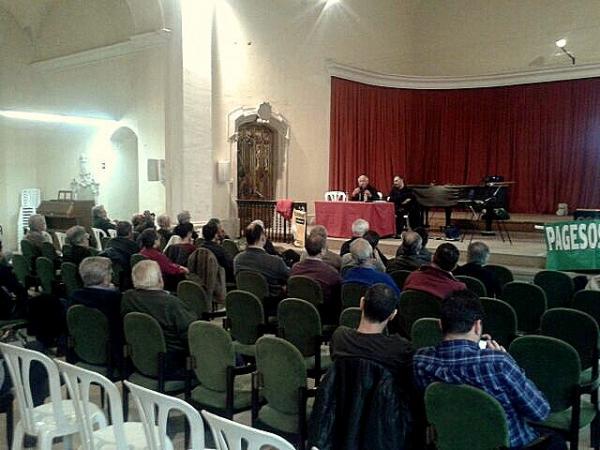 imatge de l'auditori de Cervera durant l'ate de presentació de Pagesos per la Independència