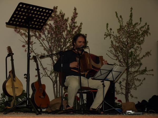 """24.03.2014 Hèctr Beberide interpretant """"Cançó de batre' amb l'acordió diatònic  Tarroja de Segarra -  Jaume Moya"""