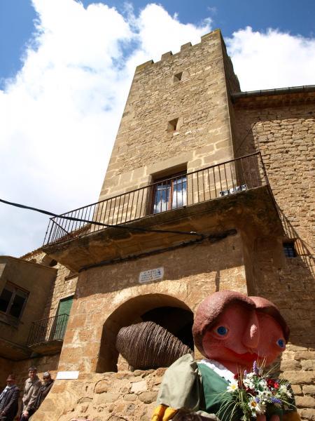 31.03.2014 la gegantona Eliards és una de les icones de la Fira de Florejacs  Florejacs -  Jaume Moya
