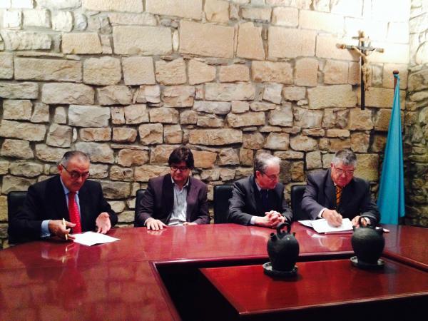 Signatura de l'acord entre Aigües Segarra-Garrigues i  la Comunitat General de Regants
