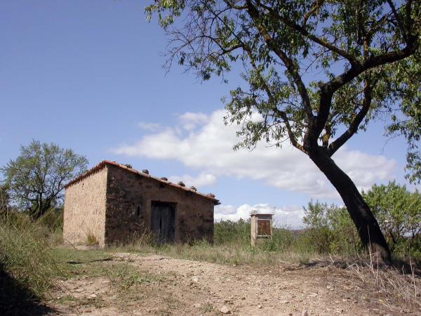 20.04.2014 La cisterna, un element que acompanya sovint la cabana de teulada  Torà -  Ramon Sunyer