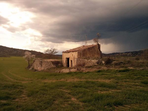 20.04.2014 cabana amb pallissa a les Torrovelles  Torà -  Ramon Sunyer