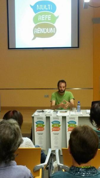 Albert Puy durant la presentació del Multireferèndum a Guissona - Guissona