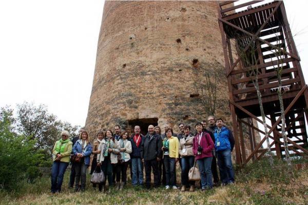 Els representants de les agències de viatge  a la torre de Vallferosa de Torà