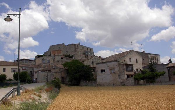 16.06.2014 El castell domina el poble  Santa Fe -  Ramon Sunyer