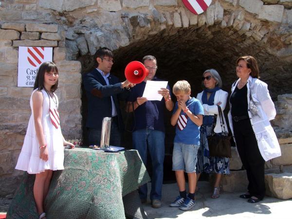 l'alcaldesa d'Estaràs,Montse Majà, i la vicepresidenta segona de la diputació de Lleida, Rosa Maria Perelló entre els assistents a l'acte