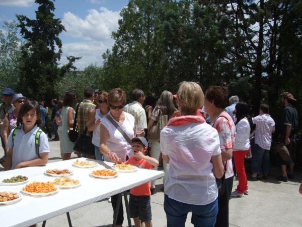 15.06.2014 V Festum Castrum - Refrigeri per tots els assistents a la festa  Alta-riba -  AACSMA
