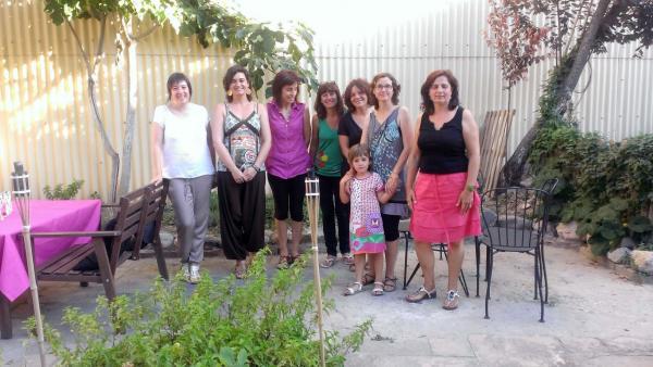 Sara Vilà amb mares dels alumnes afectats pel veto - Sant Ramon
