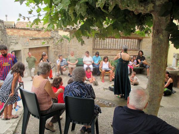 21.07.2014 sessió de contes a càrrec de Patrícia McGill  Bellveí -  Laia Argelich