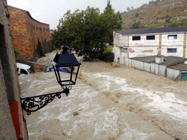 A Conesa l'aigua s'ha endut cinc cotxes