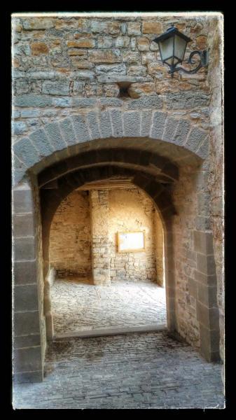 23.08.2014 portal vila-closa  Montfalcó Murallat -  Ramon Sunyer