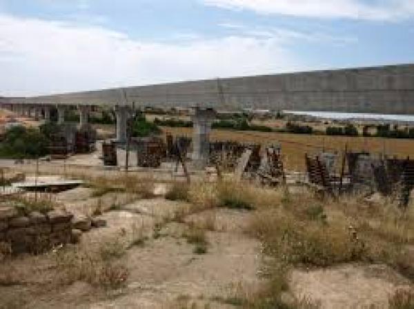 aqüeducte del CSG, al seu pas pels Plans de Sió