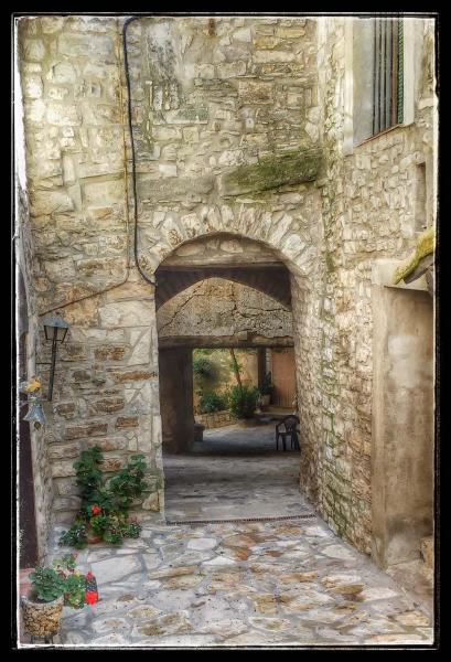 Vila vella  Portals i carrers - Autor Ramon Sunyer (2014)