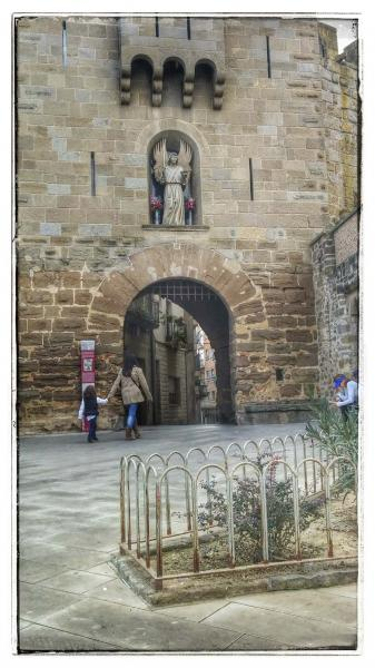 Espai  Muralla i portal de l'Àngel - Autor Ramon Sunyer (2014)