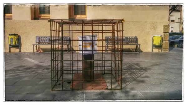 02.11.2014 Urna engabiada  Guissona -  Ramon Sunyer
