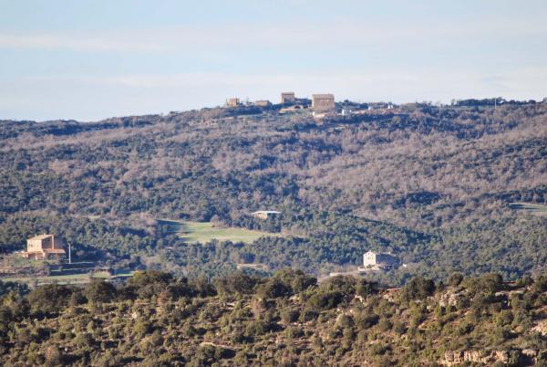 31.01.2015 Sant Pere Sasserra i Padollers, a datl, i  Guillons i Comabella, a baix  Sant Serni -  Ramon Sunyer