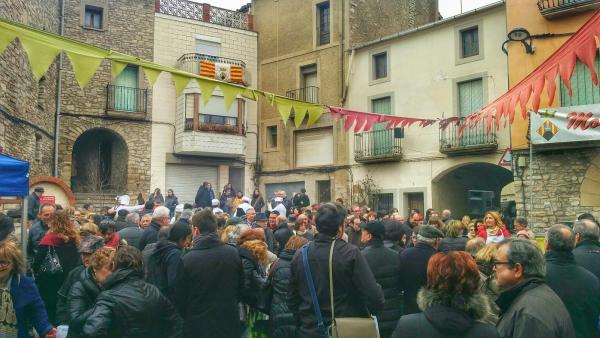 15.02.2015 La plaça ben plena  Montmaneu -  Ramon Sunyer