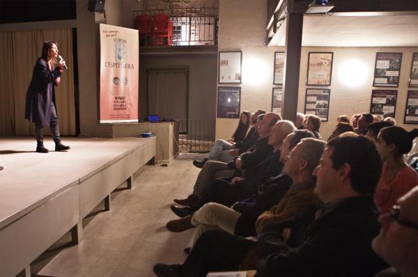 22.03.2015 intervenció musical de la cantant Lídia Pujol.  Concabella -  Joan Montagut