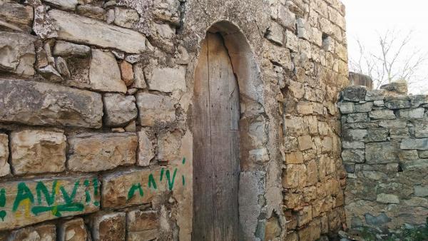 29.03.2015 porta  Castellnou d'Oluges -  Ramon Sunyer