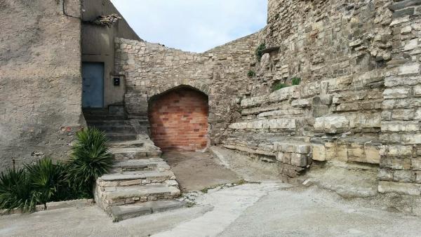 29.03.2015 Porta del castell  Malgrat -  Ramon Sunyer