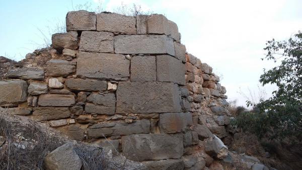 28.08.2014 restes del castell  El Llor -  Ramon Sunyer