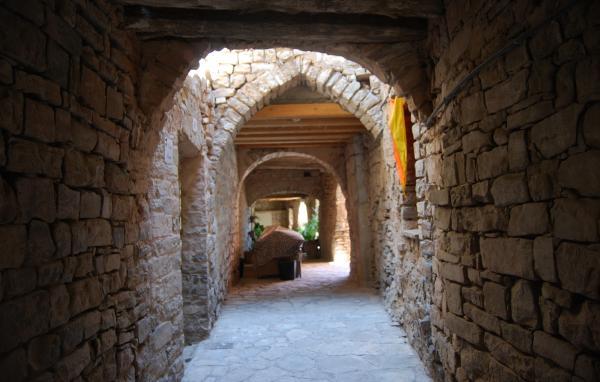 Walled town Montfalcó Murallat