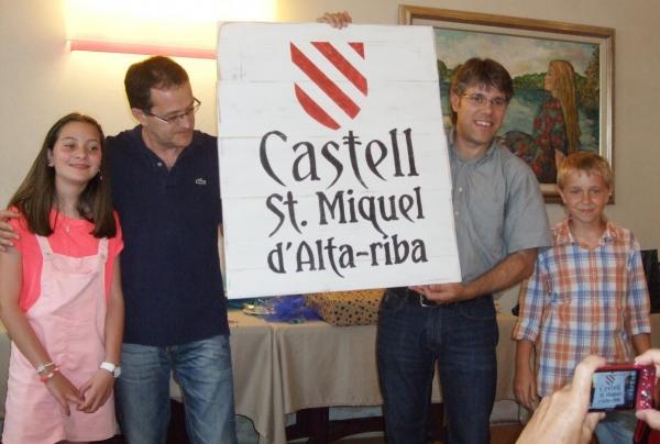 14.06.2015 Regal dels Amics del castell Sant Miquel d'Alta-riba per les futures estances del castell.  Alta-riba -  AACSMA