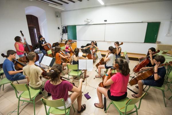 22.07.2015 alumnes de corda fent una de les classes  Cervera -  Jordi Prat