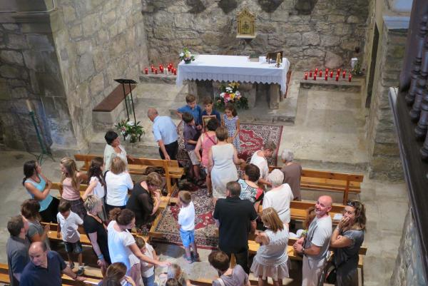 26.07.2015 L'església rep els feligresos amb una estora d'espígol  Riber -  Aj TiF