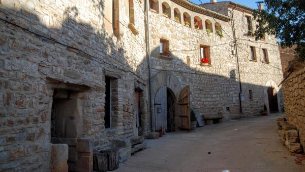 Vila closa de Granyanella - Autor Ramon Sunyer (2015)