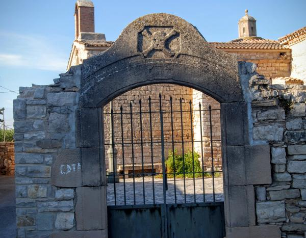 28.08.2015 Porta antic cementiri  Granyanella -  Ramon Sunyer