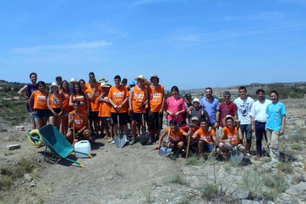 Foto de grup dels participants a l'excavació al jaciment ibèric Pla de les Tenalles -