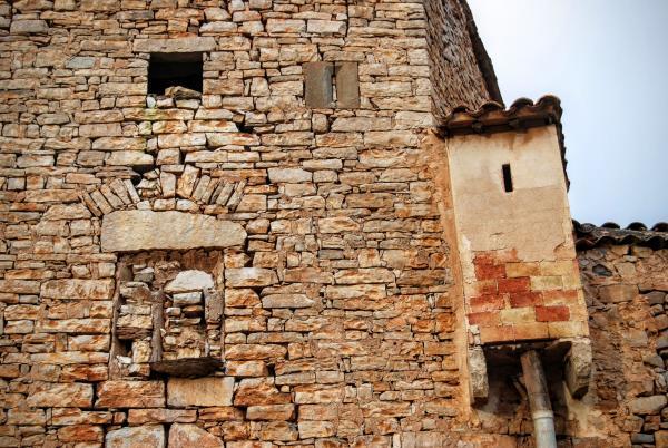 12.09.2015 detall façana i comuna  La Móra -  Ramon Sunyer