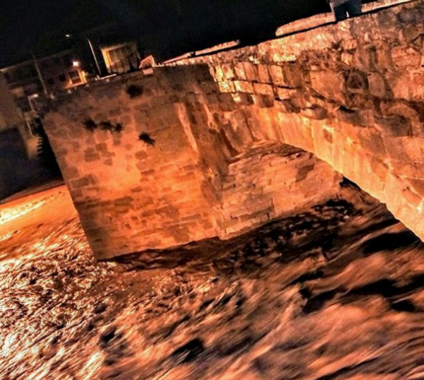 02.11.2015 La riera gairebé omple el pont  Sanaüja -  Ramon Castany