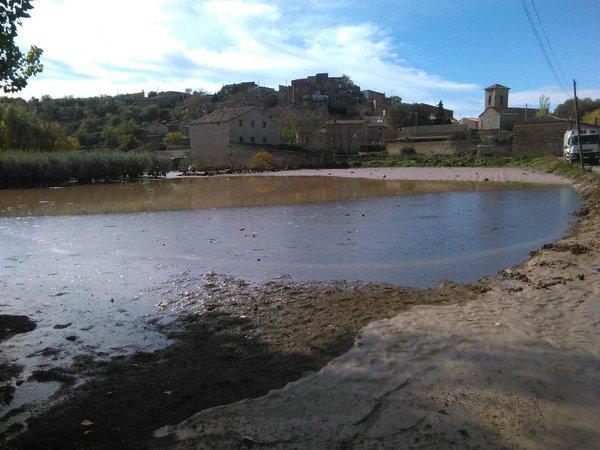 el Sió  desbordat al seu pas per Castellnou - Castellnou d'Oluges