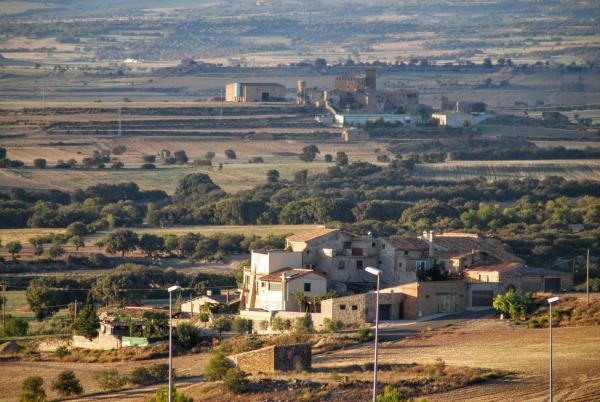 13.09.2015 vista general al fons el castell de Montcortès  Tordera -  Ramon Sunyer