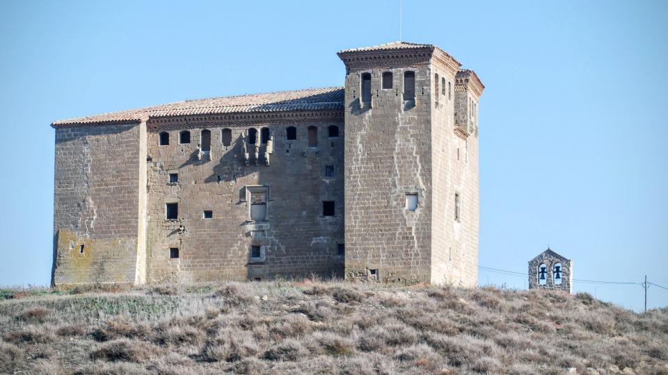 24.01.2016 Té dues grans torres bessones quadrades  Montcortès de Segarra -  Ramon Sunyer