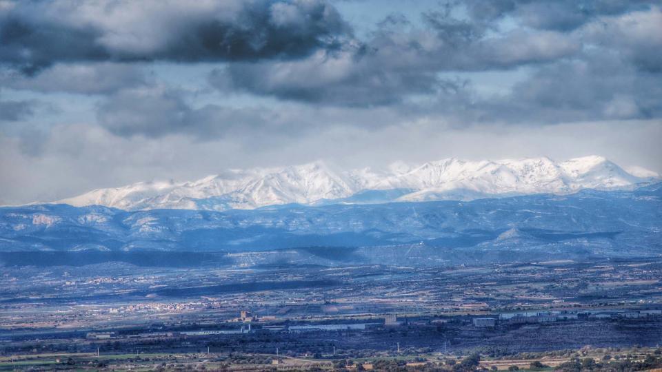 08.02.2016 El Pirineu nevat de fons  Els Plans de Sió -  Ramon Sunyer